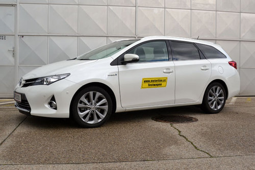 toyota auris ts hybrid lounge im test autotests. Black Bedroom Furniture Sets. Home Design Ideas