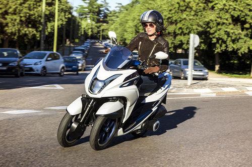 erster dreirad roller von yamaha news motorrad. Black Bedroom Furniture Sets. Home Design Ideas