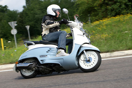 peugeot django 125 schon gefahren schon gefahren motorrad. Black Bedroom Furniture Sets. Home Design Ideas