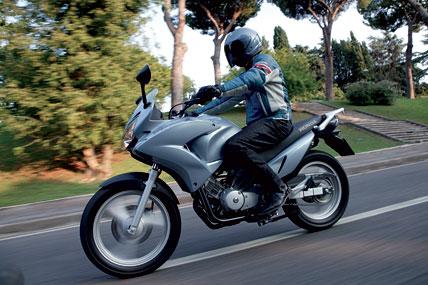honda varadero 125 im test motorrad tests motorrad. Black Bedroom Furniture Sets. Home Design Ideas