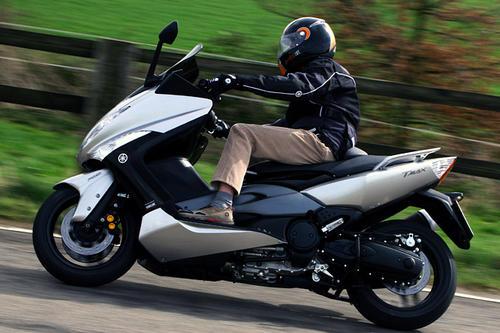 yamaha tmax 500 abs im test motorrad tests motorrad. Black Bedroom Furniture Sets. Home Design Ideas