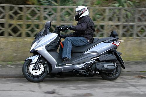 sym gts 300i abs im test motorrad tests motorrad. Black Bedroom Furniture Sets. Home Design Ideas