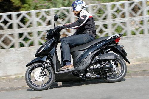 suzuki address 110 im test motorrad tests motorrad. Black Bedroom Furniture Sets. Home Design Ideas