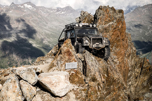 "Land Rover: ""007 Elements"" bei Sölden"