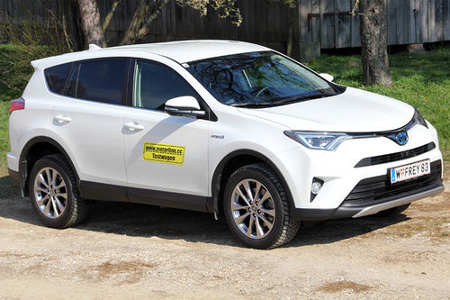 toyota rav4 2 5 hybrid awd lounge im test offroader tests offroad. Black Bedroom Furniture Sets. Home Design Ideas