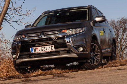 mitsubishi outlander 2 2 di d 4wd at diamond im test offroader tests offroad. Black Bedroom Furniture Sets. Home Design Ideas