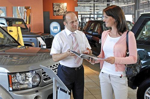 Frauen erzielen beim Autokauf höhere Rabatte Autokauf Frauen 2107
